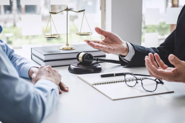 Comment puis-je obtenir un dédommagement pour une faute professionnelle légale ?